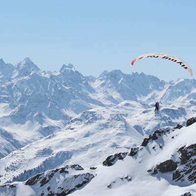winter-parasailing